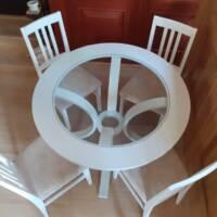 Okrugli trpezarijski sto sa stolicama